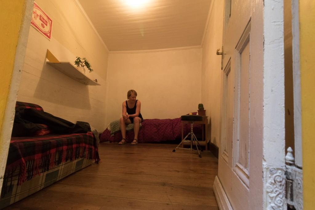 Yvonne in onze kamer in Valparaiso