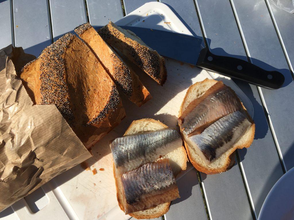 Vers brood en ingelegde haring uit Nysted.