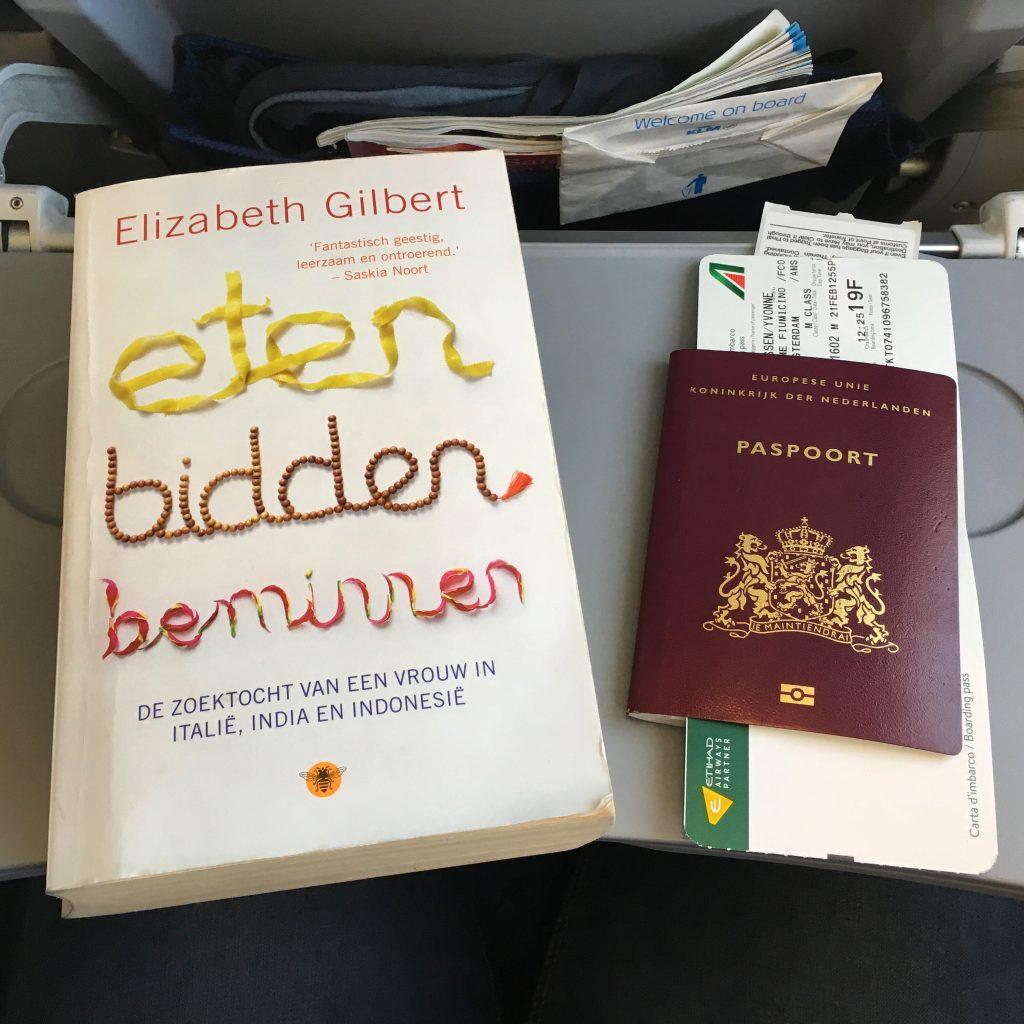 """Boek """"Eten, bidden, beminnen"""" van Elisabeth Gilbert."""
