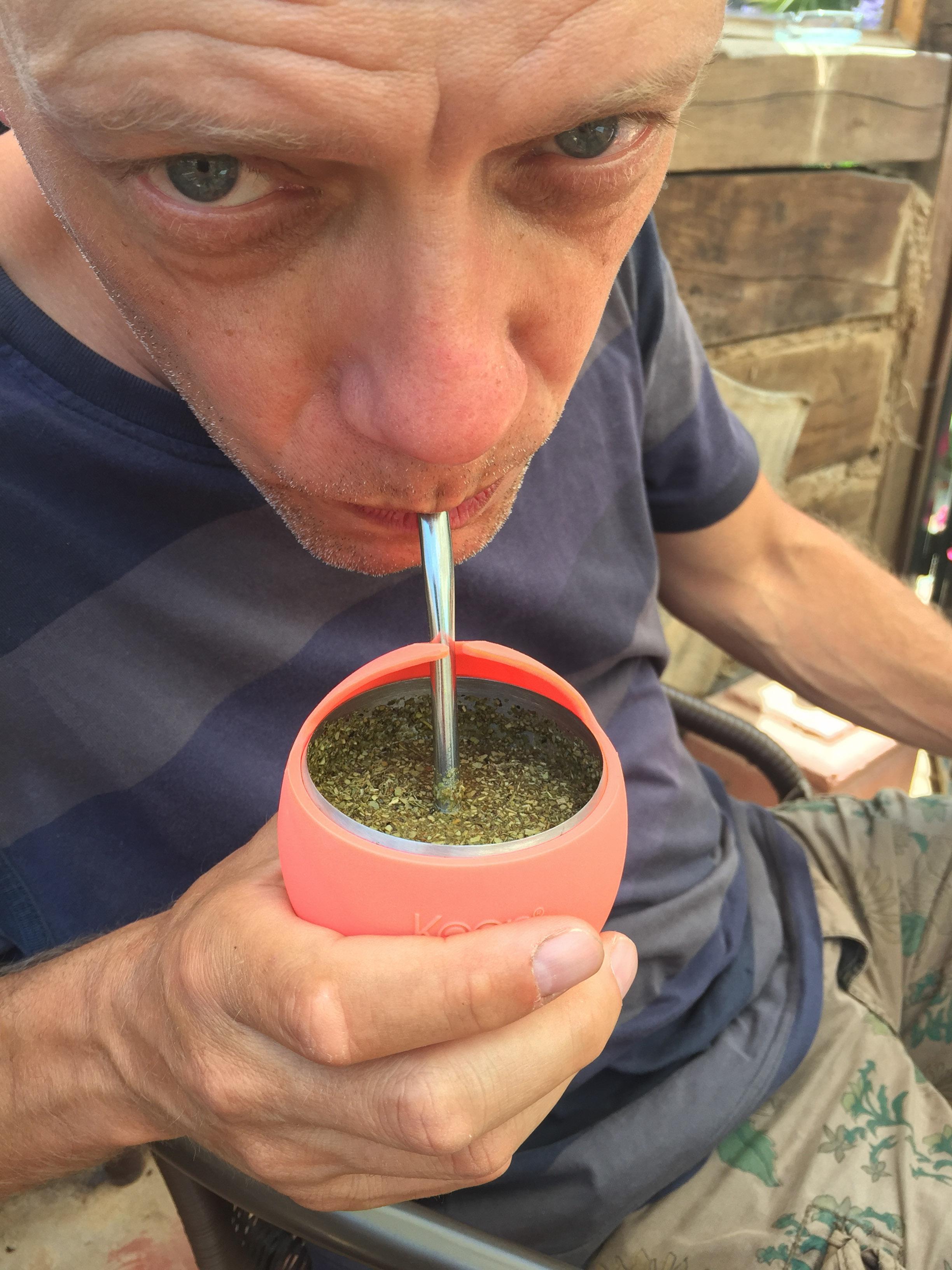 Tom drinkt Maté