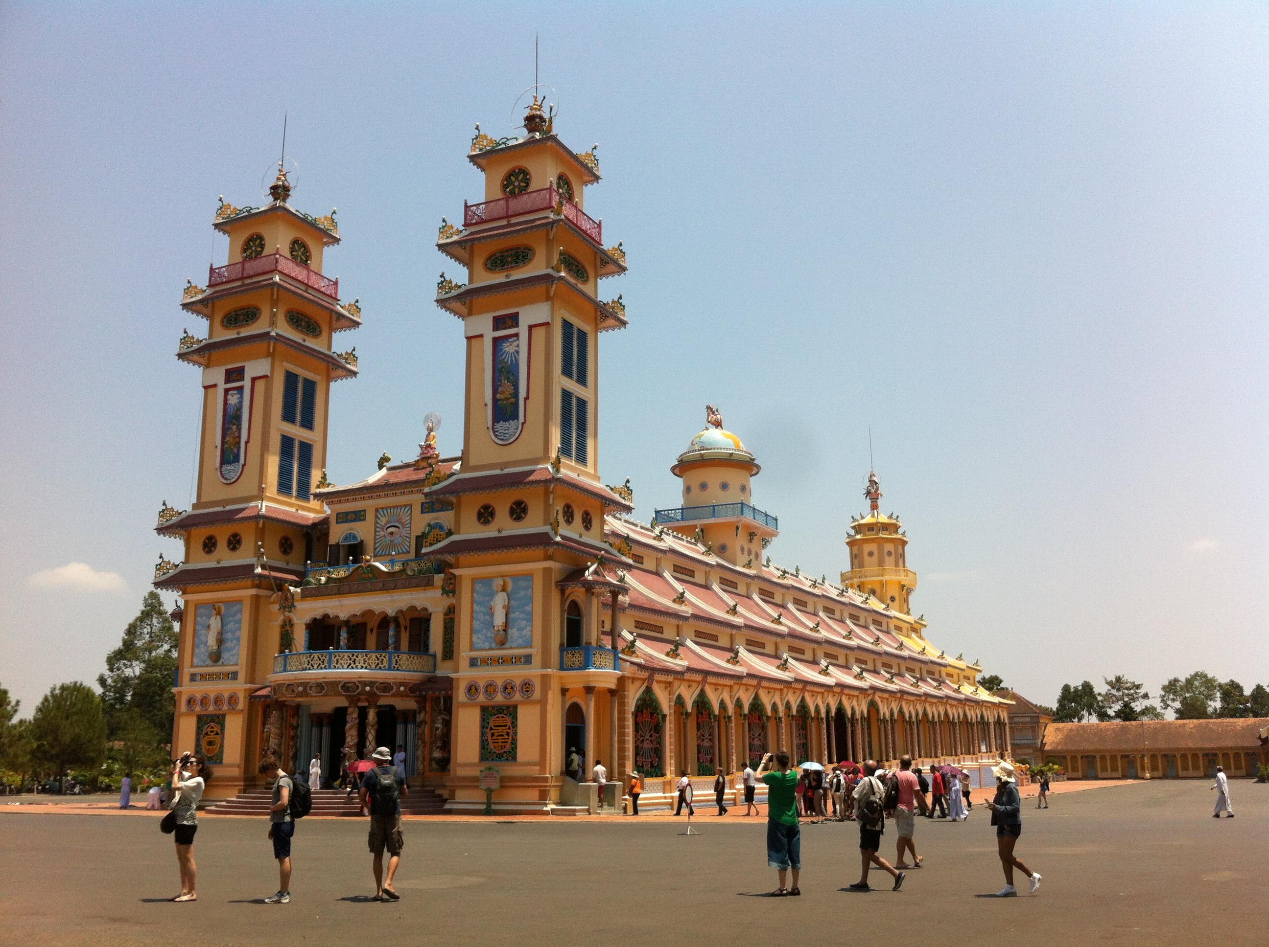 Yvonderweg - Hallo Ho Chi Minh! - Heilige Stoel van Cao Dai