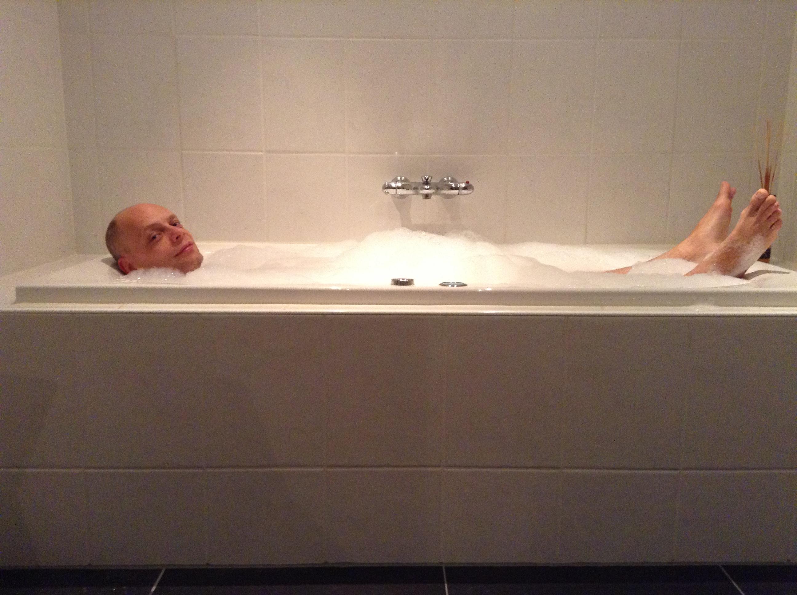 Yvonderweg - Weer thuis! - Tom in bad