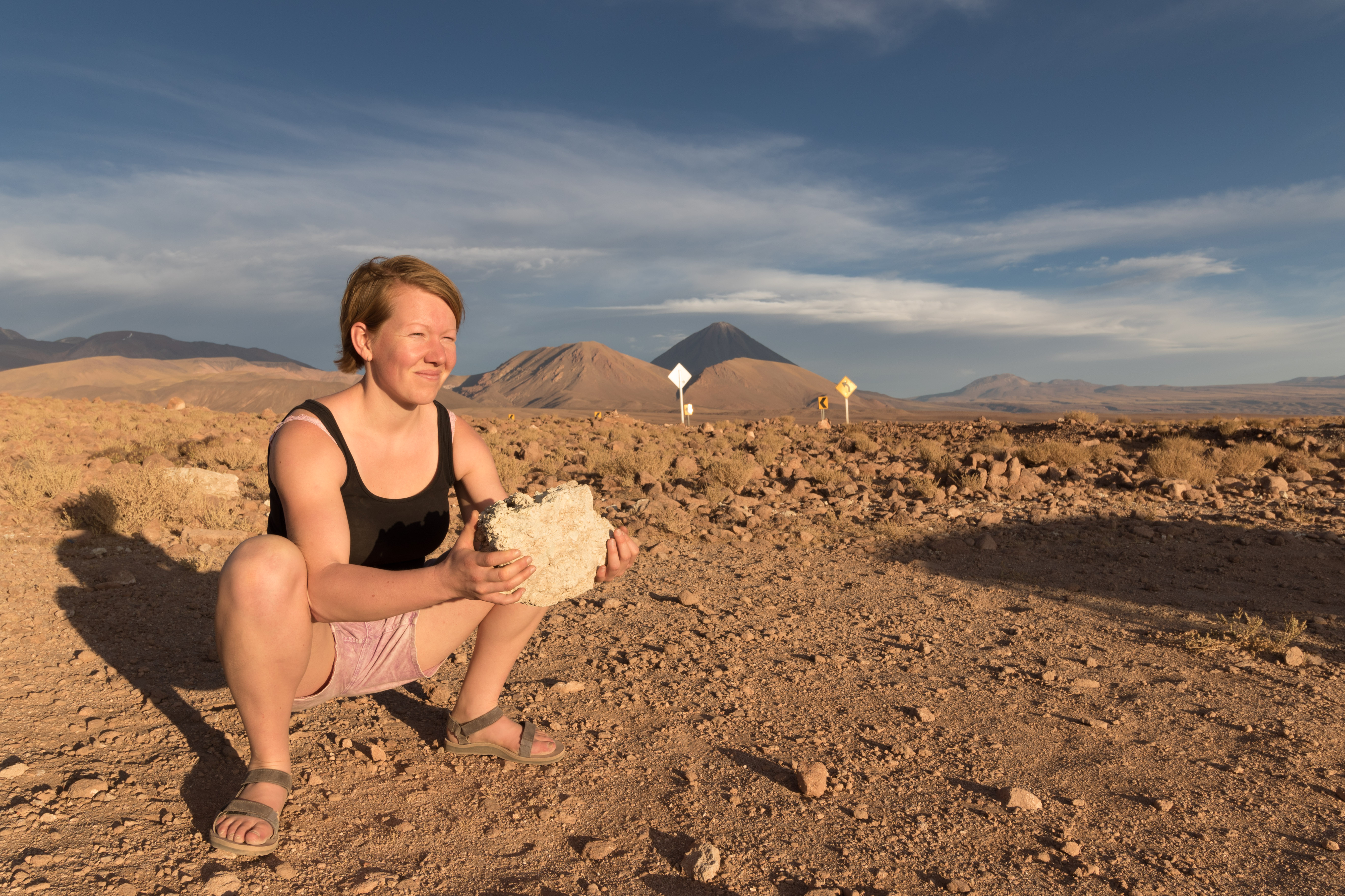 Yvonderweg - Fit blijven op vakantie - Squat oefenen op berg bij Talabre Chili