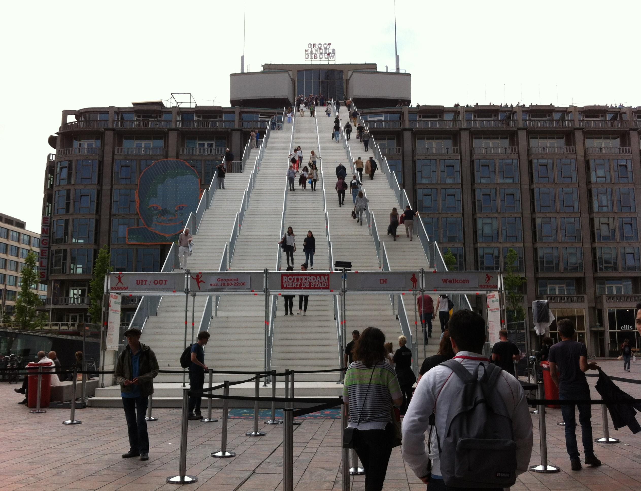 Trap naar Groothandelsgebouw bij Centraal Station Rotterdam