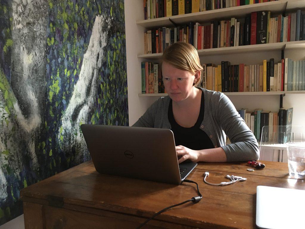 Aan het werk in ons appartement in Palermo.