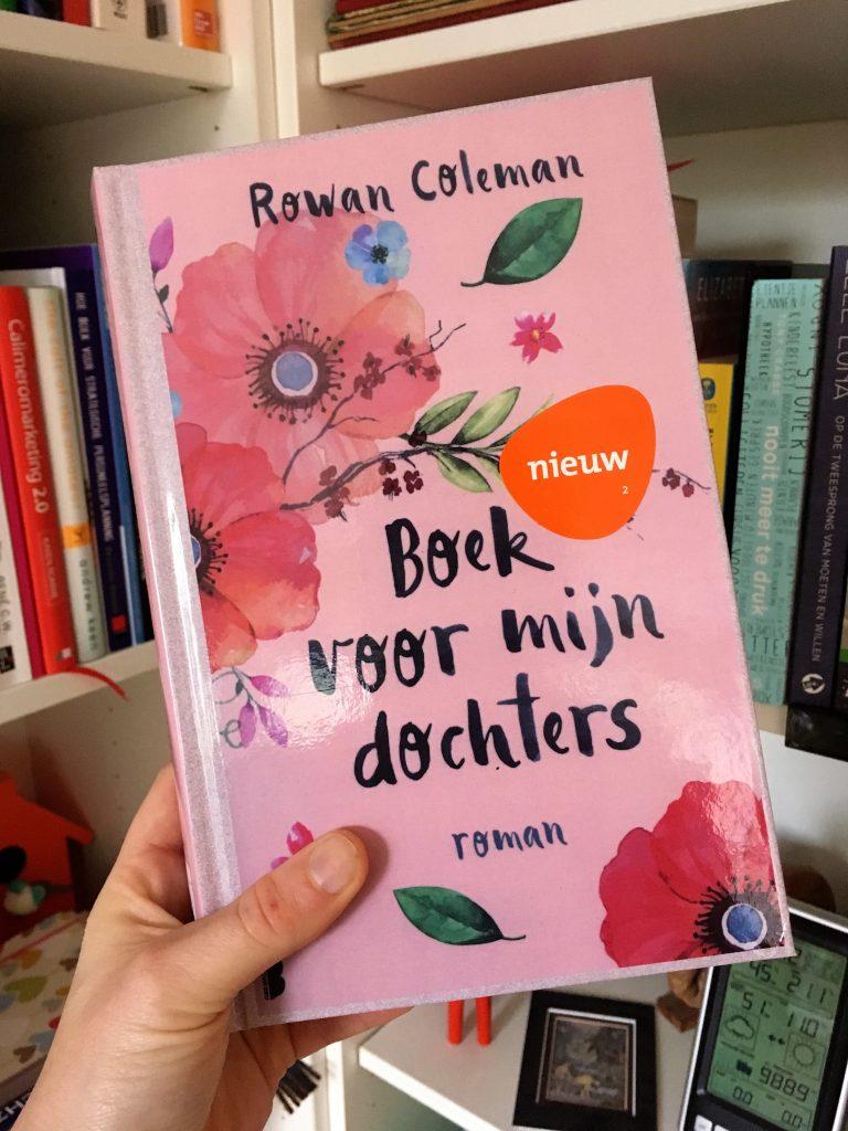 """Yvonne leest """"Boek voor mijn dochters"""" van Rowan Coleman."""
